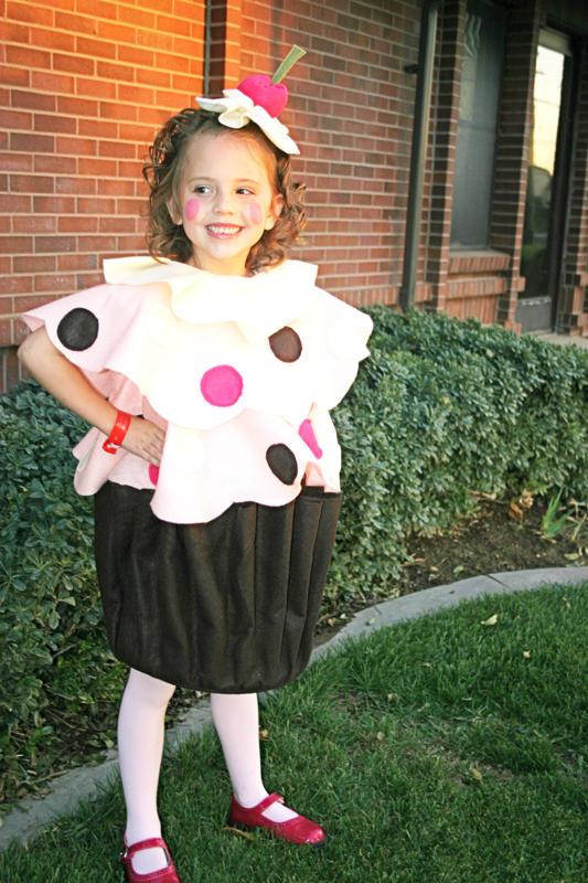 Disfraz hecho con fieltro para niñas: cupcake