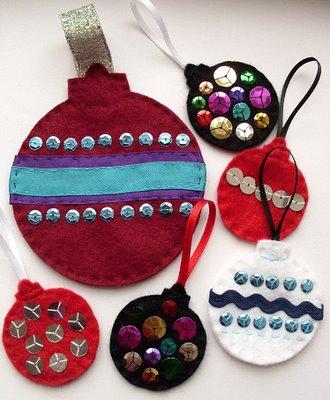 Bolas de árbol de Navidad hecha con fieltro y lentejuelas