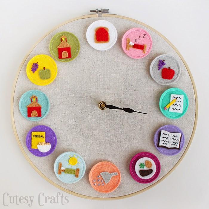 Reloj hecho con un bastidor de bordar y dibujos de fieltro
