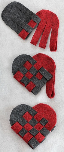 Corazón de fieltro entrelazado, paso a paso