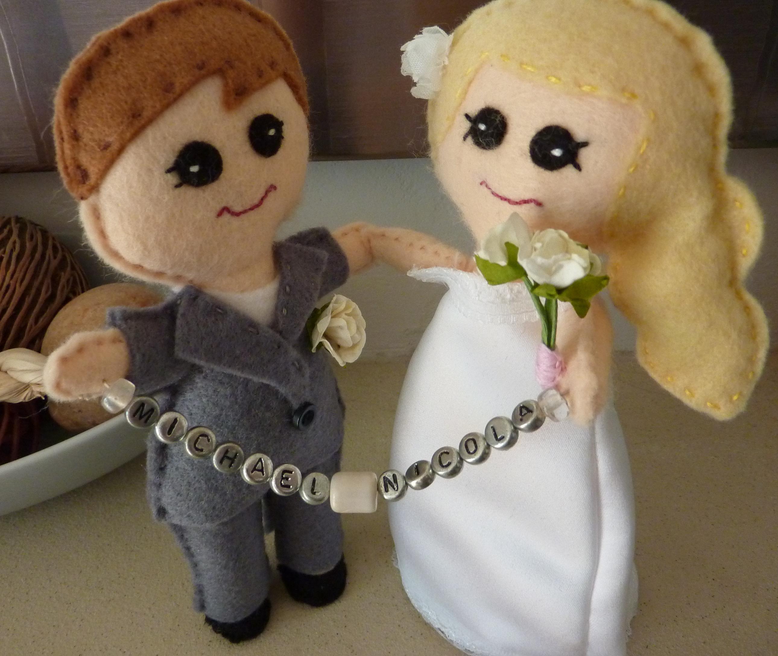 Muñecos de novios de boda, manualidad en fieltro