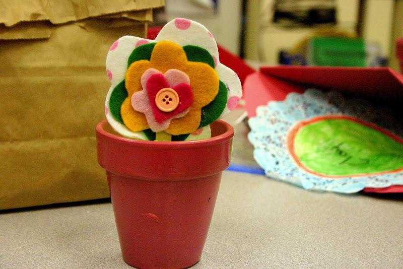 Manualidades día madre, maceta con flores de fieltro
