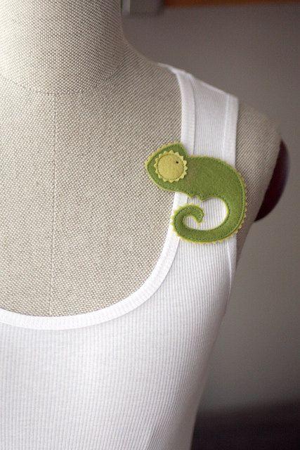 Broche fieltro original con forma camaleón