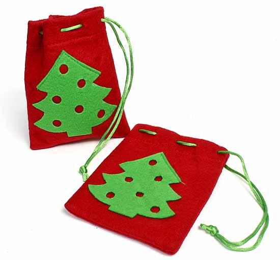 Bolsas para regalos hechas en fieltro con adornos