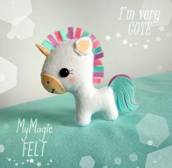 3 patrones para hacer un bonito peluche de unicornio utilizando fieltro