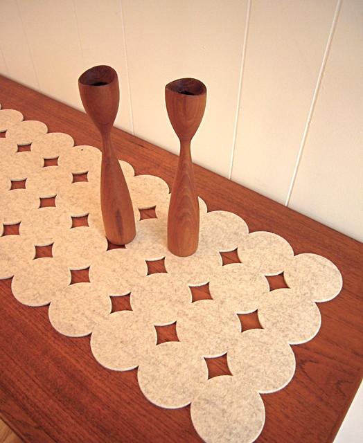Caminos de mesa de fieltro para otoño con forma de círculos