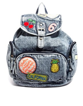 Mochilas tejanas decoradas con broches y pines 7