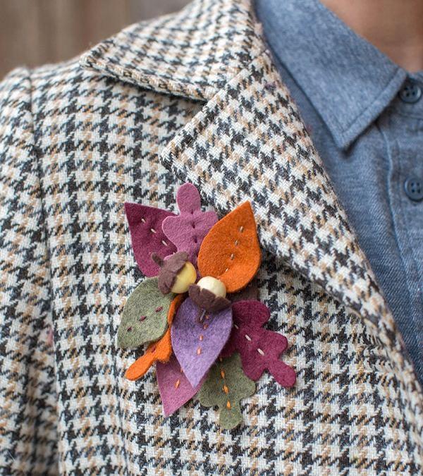 Broche de fieltro con hojas de otoño y bellotas, paso a paso