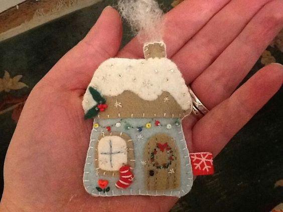 Broche fieltro Navidad casa
