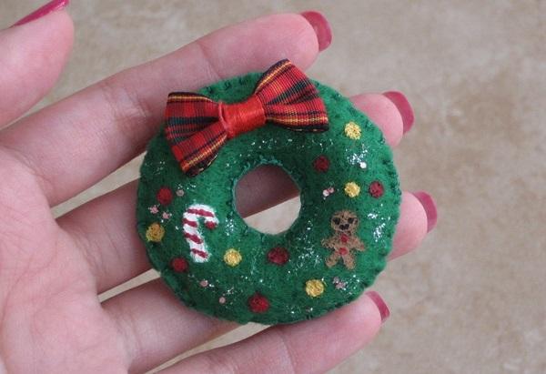 Broche fieltro Navidad corona
