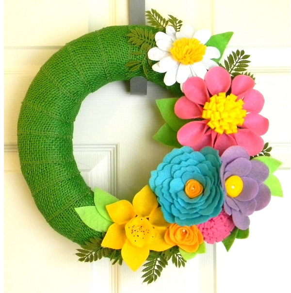 Corona de flores de fieltro para primavera 8