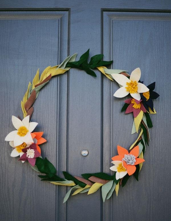 Corona de flores de fieltro para primavera 12