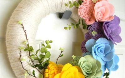 10 Guirnaldas de flores de fieltro para colgar en la puerta en primavera