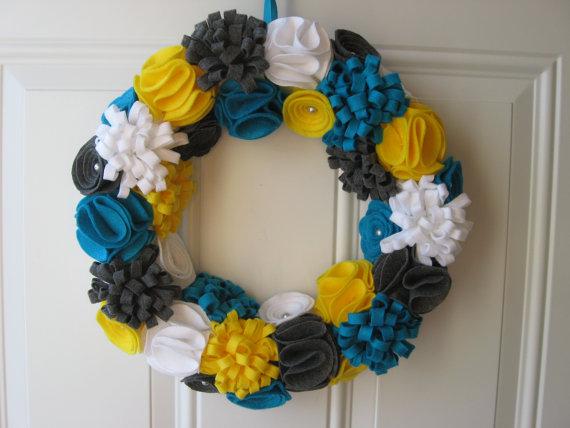 Corona de flores de fieltro para primavera 5