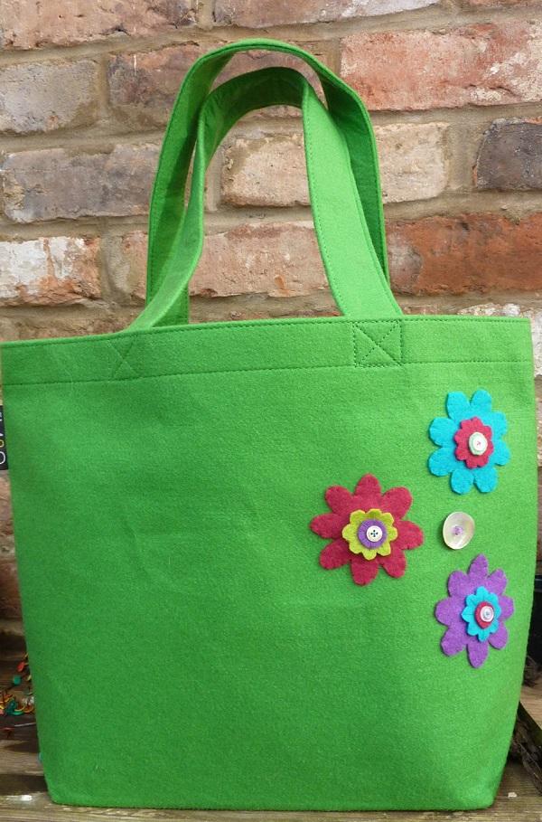 Bolsos con broches de fieltro de flores 2