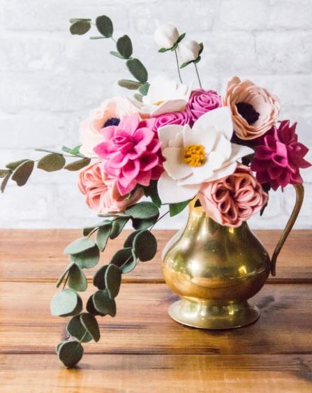 Ramo flores fieltro vintage